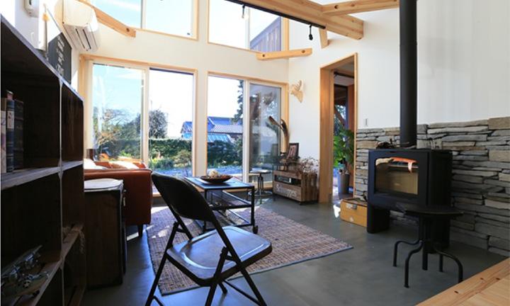 薪ストーブを利用した暖かい家「FREEQ HOMES」