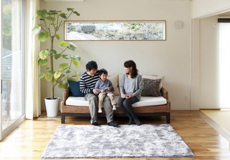 無垢の木とモダンデザインを融合させたシンプルな住まい
