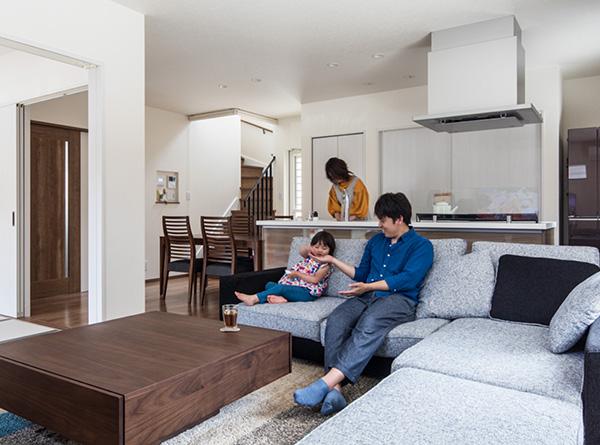 暮らし始めて分かった住まいの品質、家事と育児を助ける癒やしの家